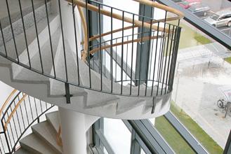 Żelbetowe elementy klatek schodowych