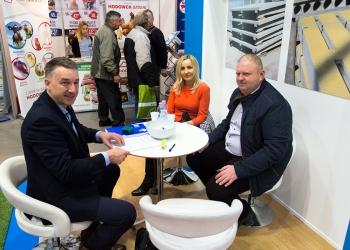 Targi Ferma 2017 - Przedstawiciel Precon Polska podpisuje umowę